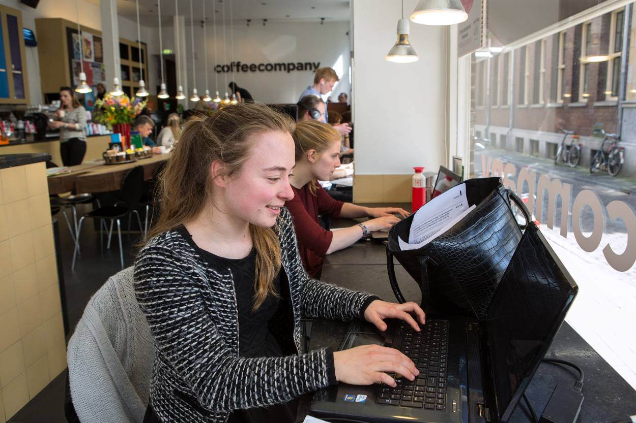 Internetten in een cafe
